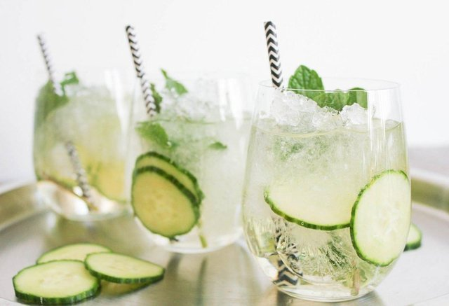Drinking gin could help relieve symptoms of hay fever, according to a study