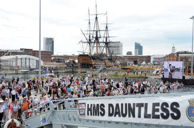 30th July 2010. Navy Days at the Portsmouth Naval Base. Pictured is the queue for HMS Dauntless.  Picture: Paul Jacobs  102427-14