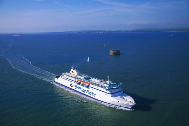 MV Cap Finistère operado por Brittany Ferries entre Portsmouth - Santander y Bilbao