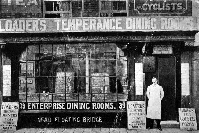 Located at the lower end of Broad Street we see Loader's Temperance Dining Rooms. The bill board outside states that the food is 'As nice as mother makes it'.