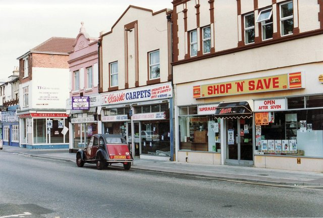 Cresta Gas, Classic Carpets and Shop and Save, Albert Road Portsmouth around 1992. Picture: C1528-3
