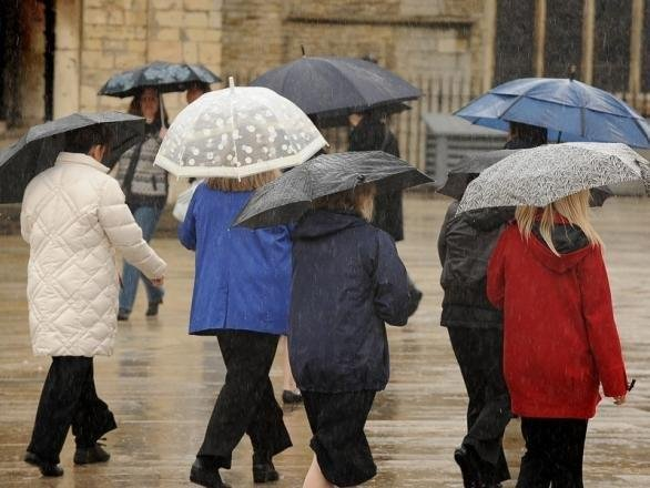 Will it rain in Portsmouth over the bank holiday?