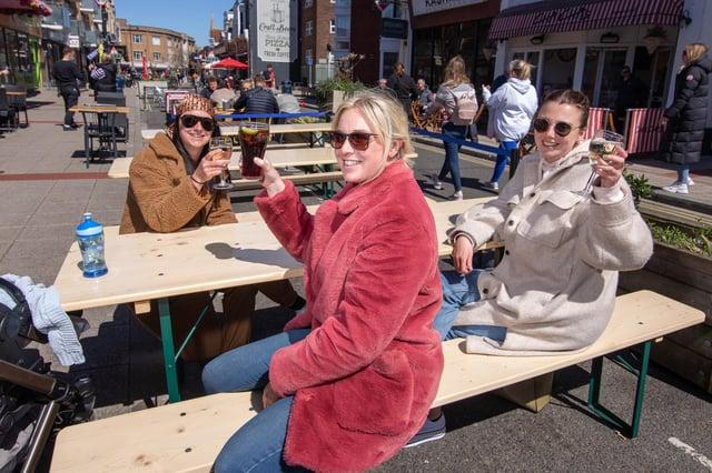 Ellis Ballard, Blair Ballard and Josie Taylor enjoy the sunshine at Palmerston Road. Picture: Habibur Rahman
