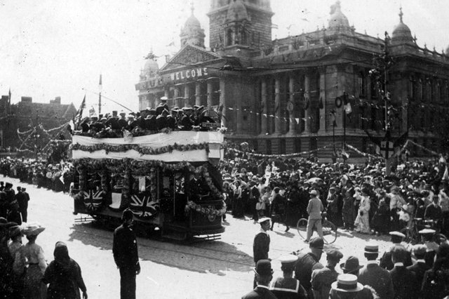 The French navy in Guildhall Square 1905. L'Entente Cordiale. Picture: Portsmouth Museums Service.