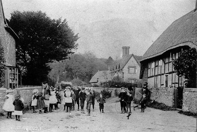 Children in North Lane, Clanfield