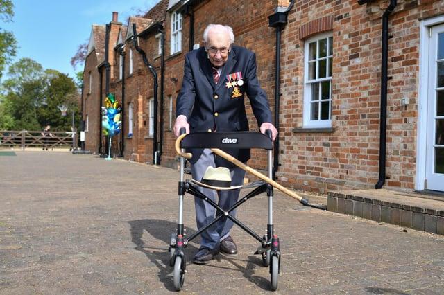 British World War II veteran Captain Tom Moore. (Photo by Justin TALLIS / AFP) (Photo by JUSTIN TALLIS/AFP via Getty Images)
