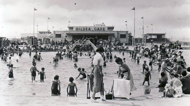 The paddling pool and cafe at Hilsea Lido, Portsmouth, possibly in the late 1940s.