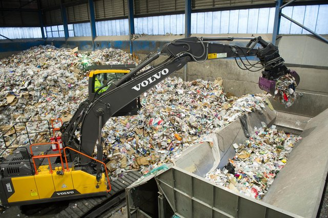 A crane moving assorted recyclable waste into the hopper t Portsmouth's recyling centre. Picture: Habibur Rahman