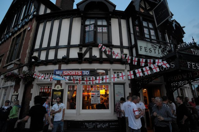 Best pubs for watching football matches in Portsmouth, according to readers.