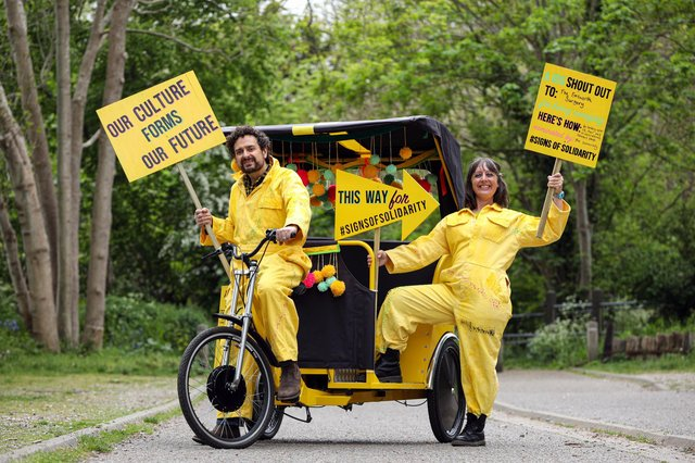 Lorna Rees and Adam Coshan, both of Gobbledegook Theatre Company, are delivering their Signs of Solidarity in their pedicab to local people who have made a difference to the community during the pandemic. Picture: Chris Moorhouse (jpns 140521-02)