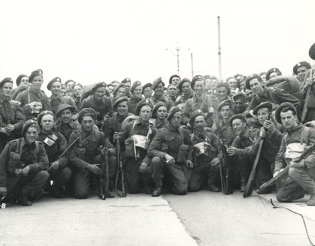 In preparation for DDay, troops gather on Southsea Seafront (c) The News, War Series 2908