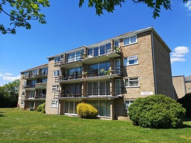 This one bedroom flat in Alverstoke is on sale for £80,000.