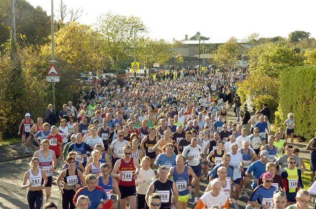 19th November 2006. Gosport half marathon pictured at the start at Bay House School. Picture: Paul Jacobs 064957-2