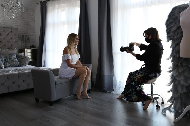 Johanna doing one of her shoots for the 2020 Vision Project